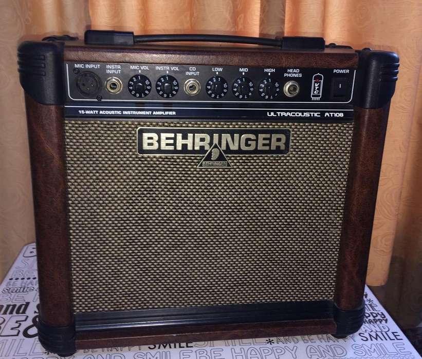 Amplificador Behringer