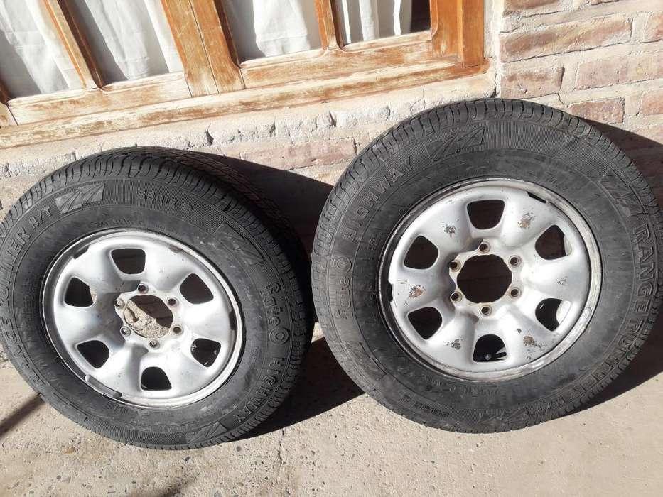 Vendo 2 ruedas de toyota hilux 205R16