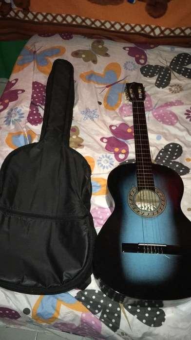 Vendo Guitarra Acústica.