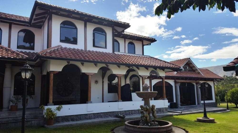 Hermosa Casa Independiente tipo Hacienda, Mitad del Mundo, Piscina, Terreno.