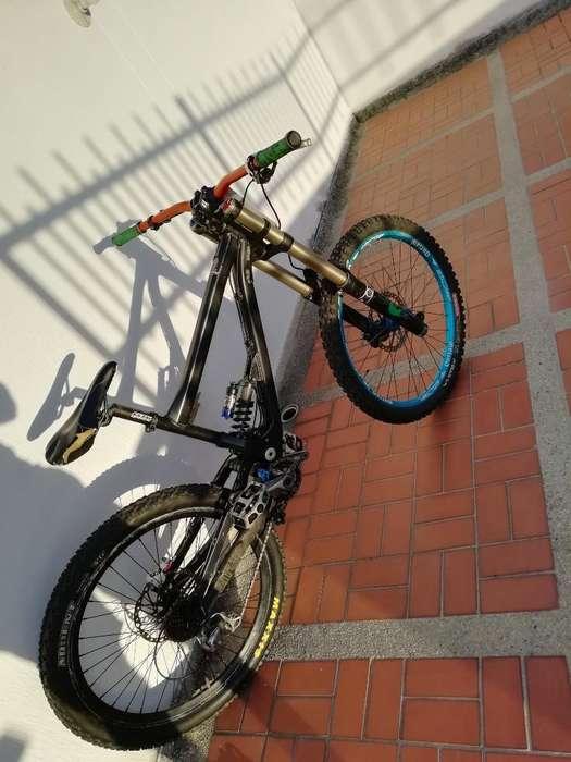 Bicicleta de Downhill Doble Suspensión