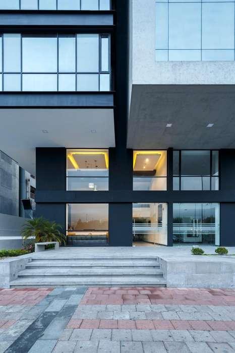 Oficinas de Venta en El mejor sector de Quito: La Carolina! Shyris y Portugal. Oficina 554,22 m2 con Balcón.