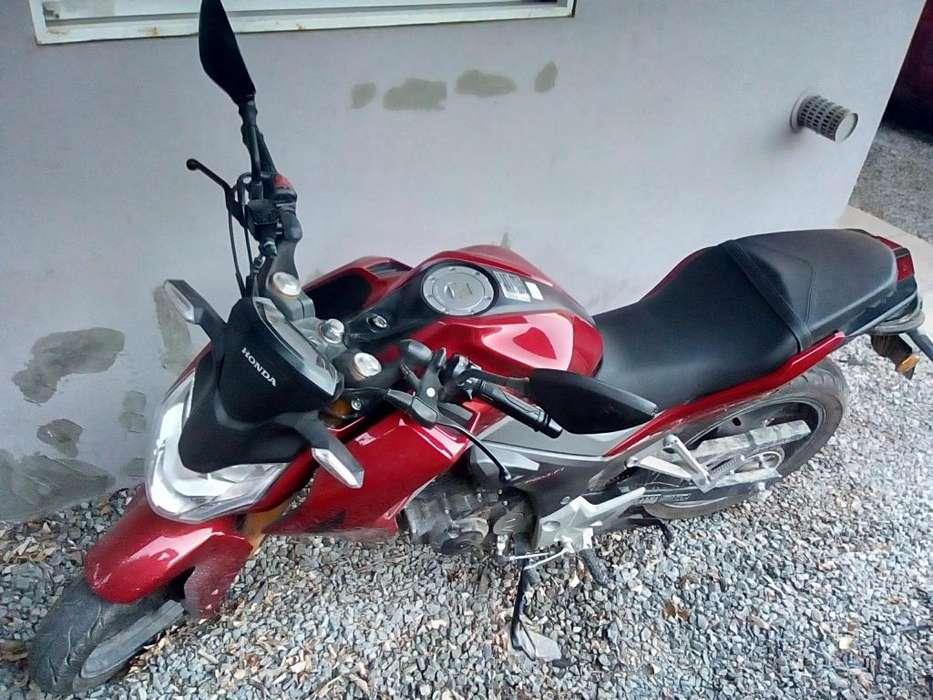 Moto Honda CB 190r 5700 kms en buen estado