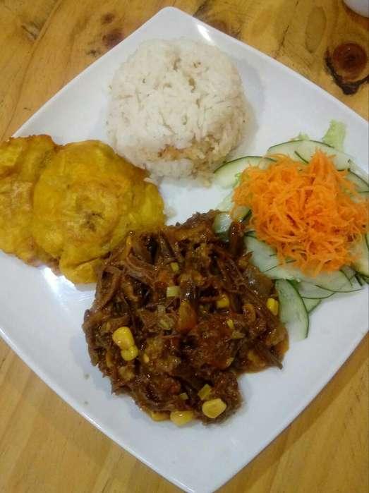 Cocinero de Almuerzo Ejecutivo Y Desayun