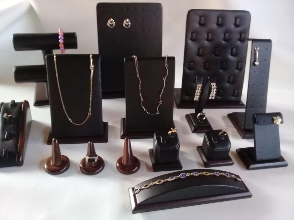 0f862e81a9d6 venta de exhibidores para joyeria en acrilicos y cuerina - Lima