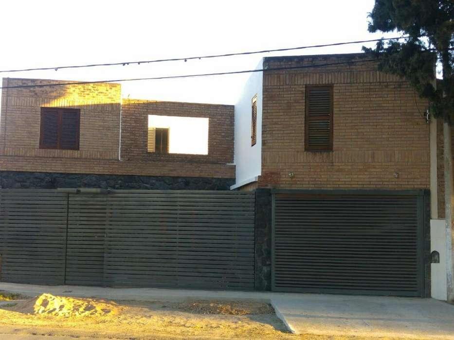 Amplia Casa Refaccionada en Liceo 1ra