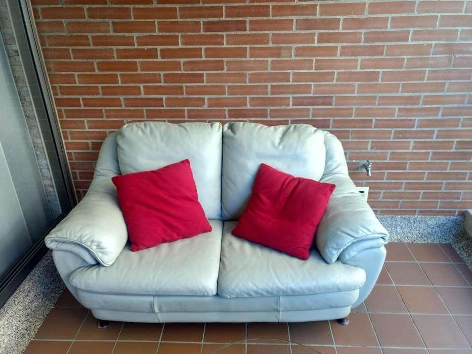 Juego de muebles de cuero para sala beige excelente estado incluye accesorios