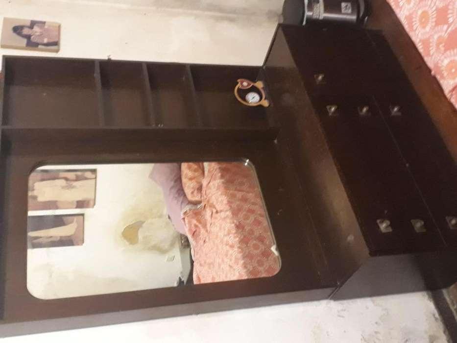 VENDO JUEGO DE <strong>dormitorio</strong> EN MADERA COLOR CAOBA MARRON