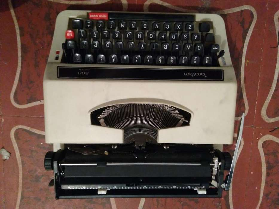 Maquina de Escribir Brother 800