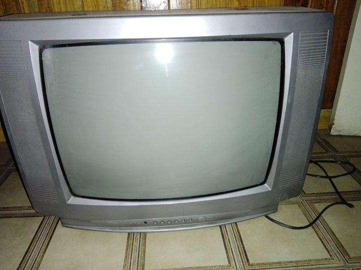 <strong>televisor</strong> Crown 20'' estereo audio y video muy buen estado 1.300