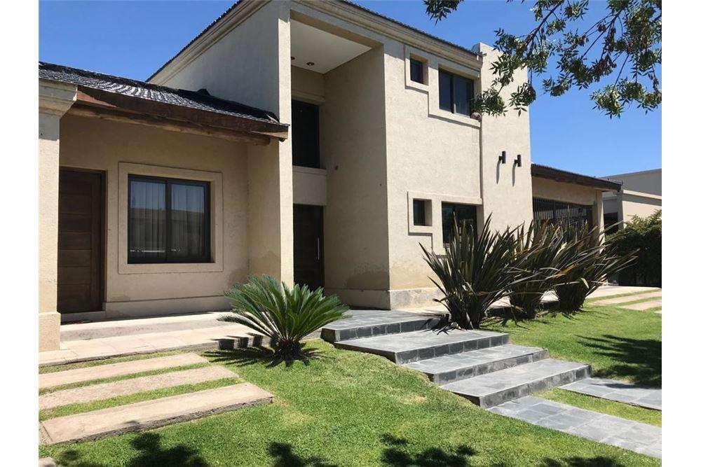 Casa en barrio Privado Rincon de Araoz