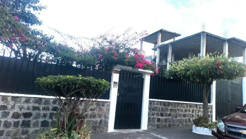 Venta de casa tres departamentos puente 7 Valle de los Chillos