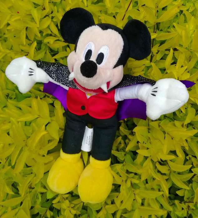 Peluche Mickey Mouse Dracula. Q50