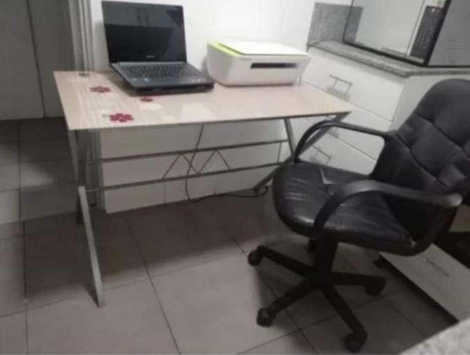 <strong>escritorio</strong> de vidrio con silla ejecutiva