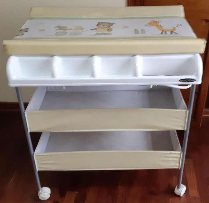 Bañera para Baby con Organizadora, Cambiador y <strong>ruedas</strong> Usado