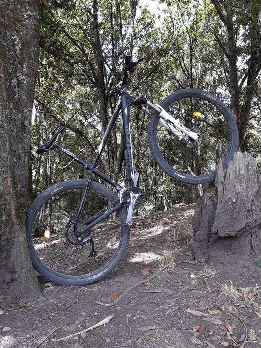 Vendo Bicicleta con Shimano Altus de 9 V
