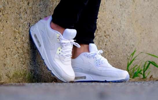 a34ad56a2f Zapatillas Nike Wmns Air Max 90 Premium White/White-Blue Tint- Talles 35