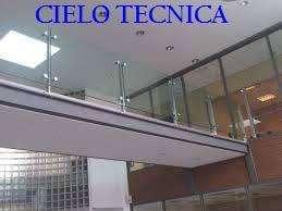 Pasamano en acero y balcón vidrios templados y en hilos