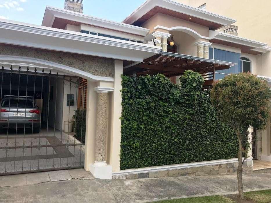 Venta Casa Independiente en Conjunto Cerrado – Sector Embajada Americana