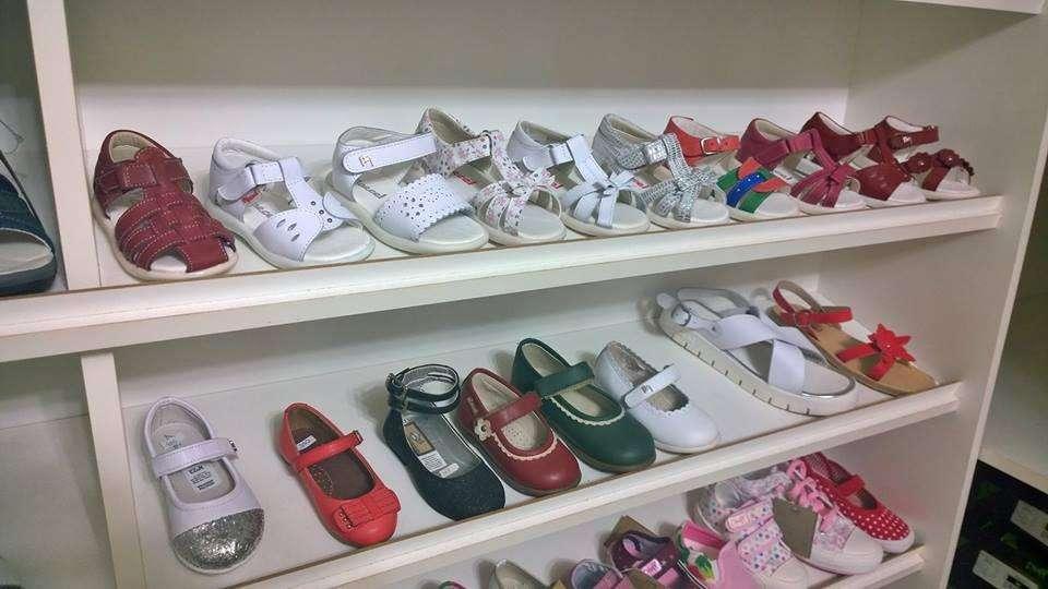Por cambio de rubro vendo stock de calzados para niños MARCEL