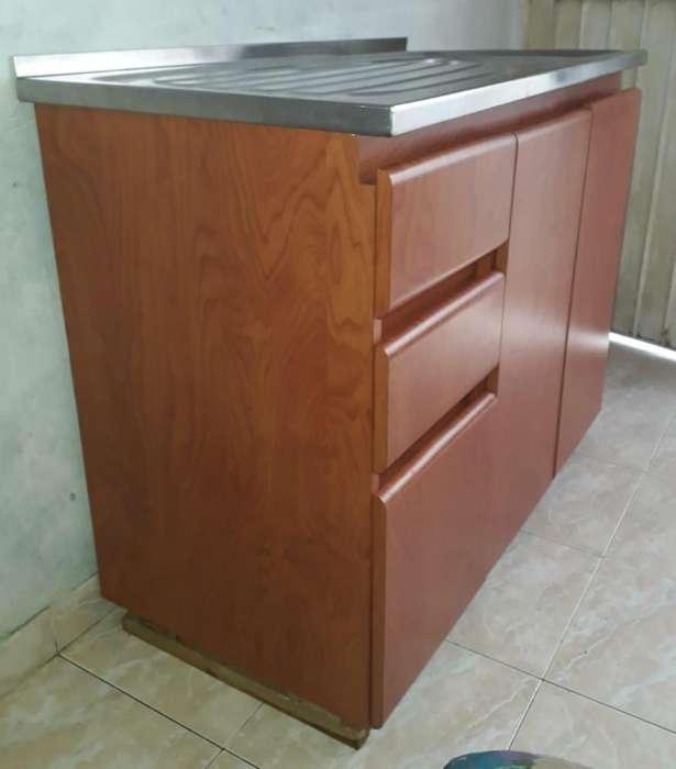 Mueble inferior de cocina CON MESON EN ACERO INOXIDABLE EXCELENTE ESTADO