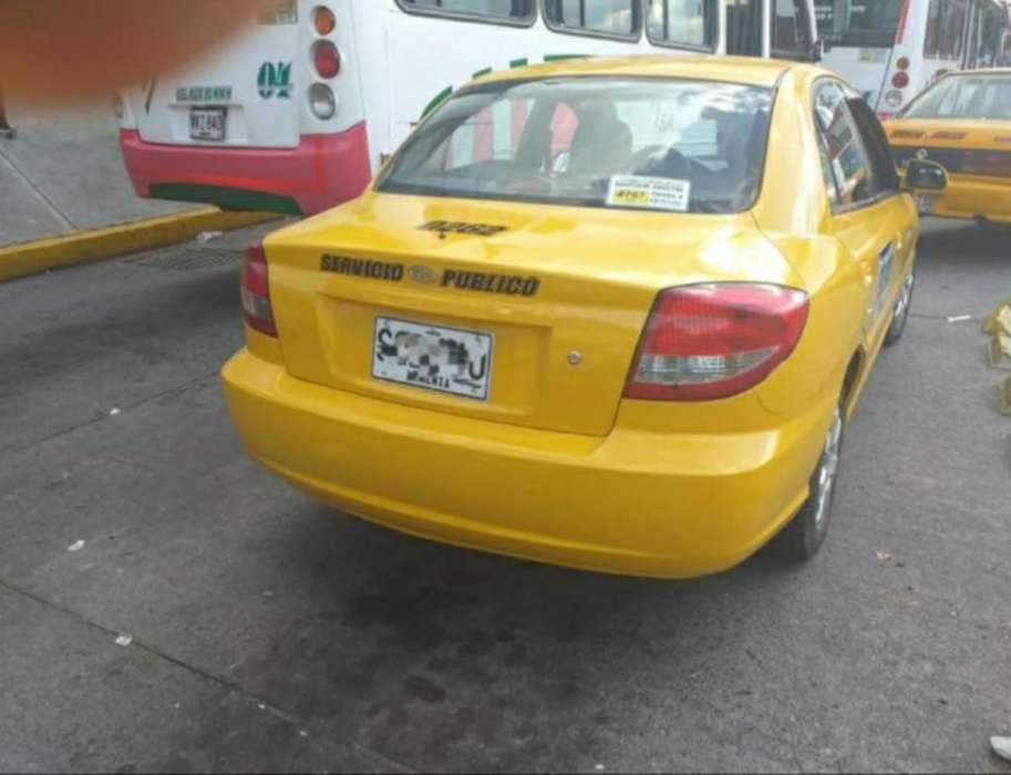 Vendi Taxi Kia Rio en Armenia