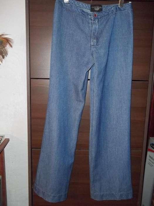 Pantalon de Jean Recto marca CHOCOLATE . Super cómodo !
