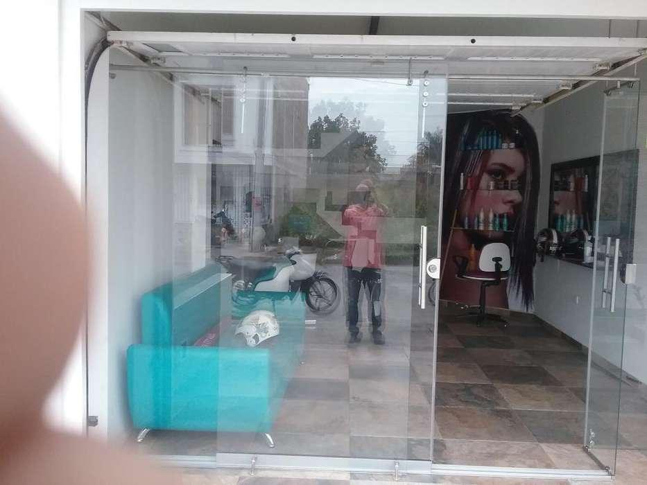 Puerta Corrediza en Vidrio Templado 6mm