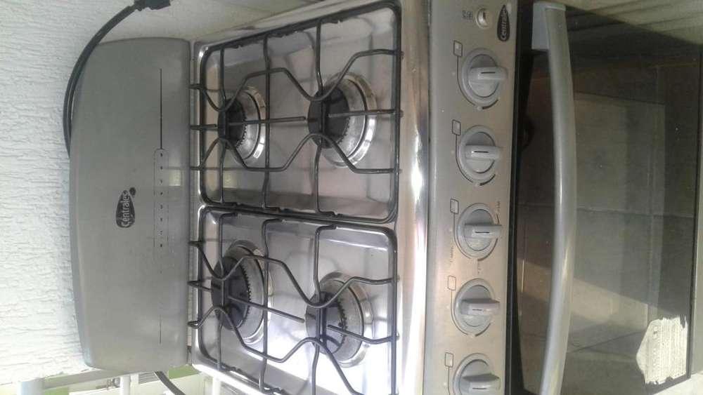 Se vende estufa de 4 puestos con horno