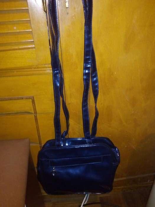 Cartera de Charol Azul con Manija Larga