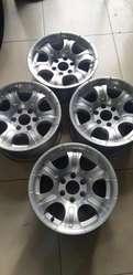 4 Aros R15 Seminuevos solo para Nissan Navara y Pathfinder 6h 114mm *Flamantes*