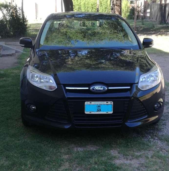 Ford Focus Sedán 2014 - 120000 km
