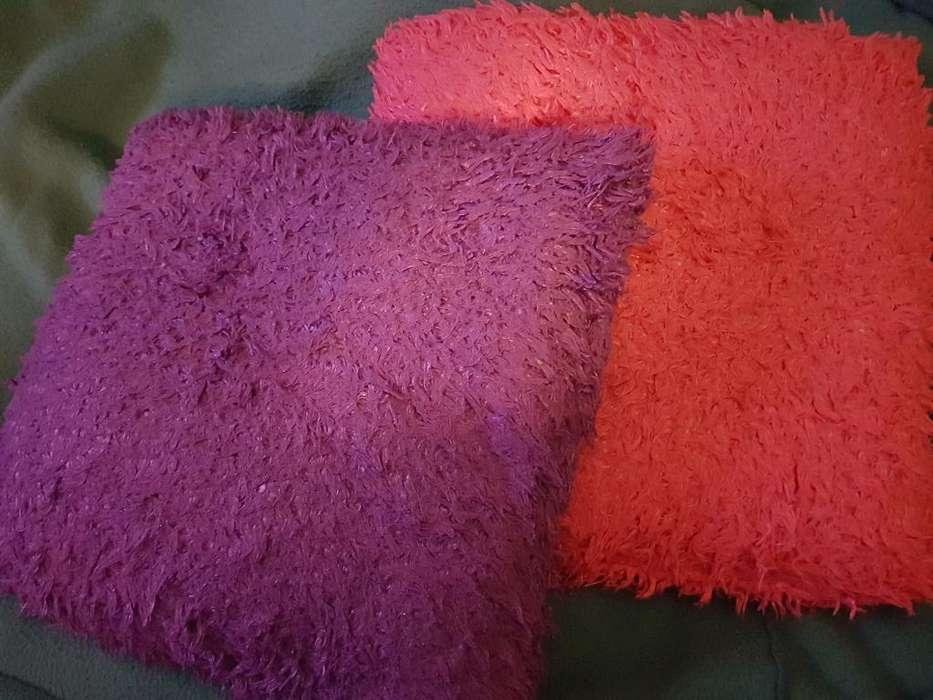 Almohadones Peluditos, no son suaves, tienen textura