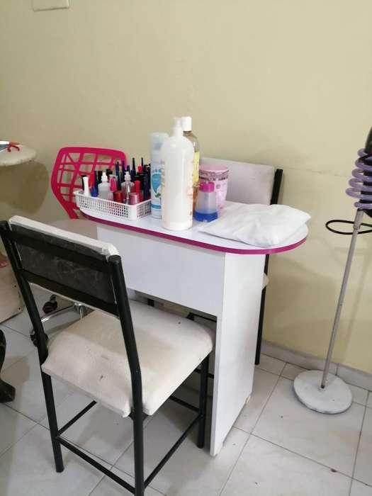 Vendo Mesas de Manicure