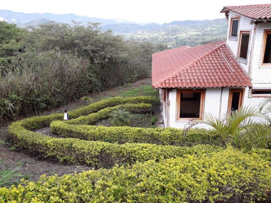 Hermosa casa excelente ubicación Sector LANDANGUILOJA