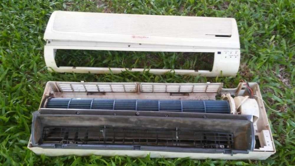 Evaporador de split, motor y turbina, y carcaza plástica deteriorada Conqueror sin plaqueta ni accesorios