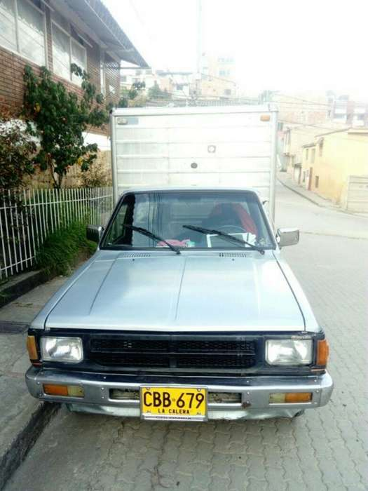 Furgón Nissan 720 Junior 1800