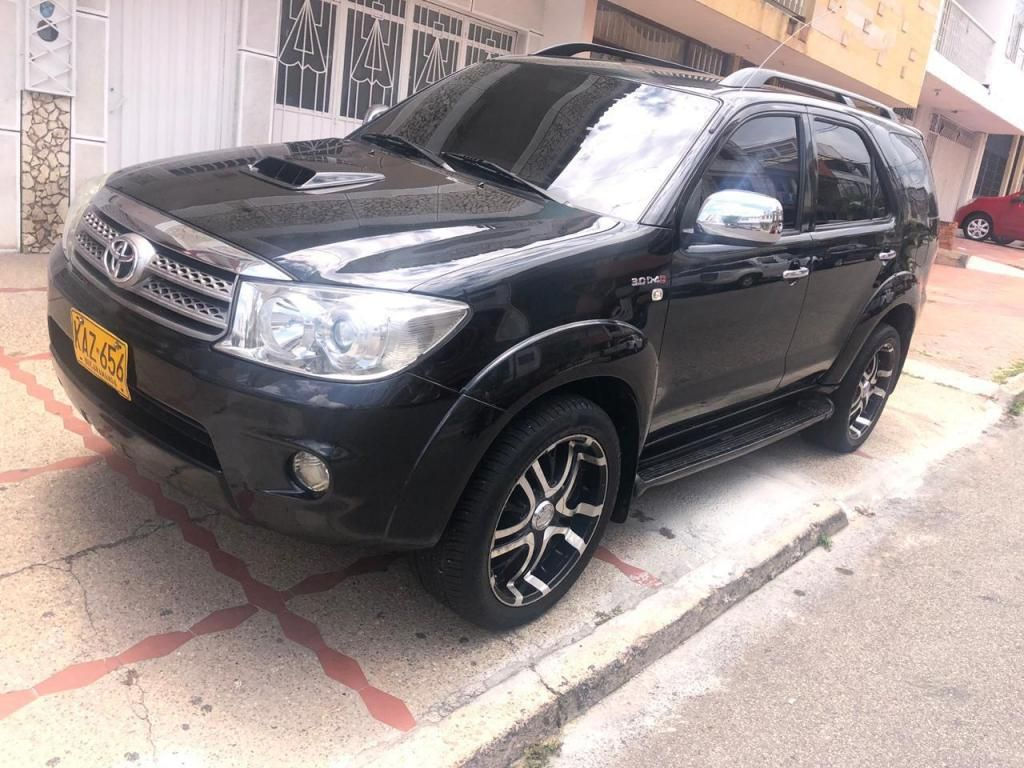TOYOTA FORTUNER 2009 AT 4x4