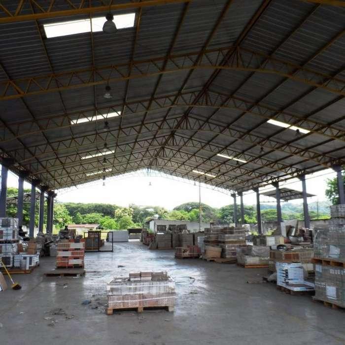 Alquiler o Venta Terreno 10,000 m² con Bodegas 2200 m² y Area de Maniobras, via a Daule, Norte de Guayaquil