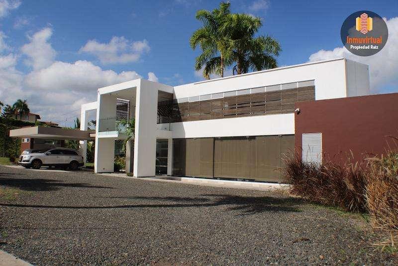 Moderna Casa Campestre en venta Cerritos Pereira