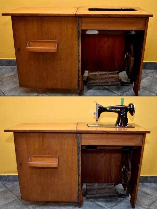 Maquina De Coser Naumann antigua Con mueble.