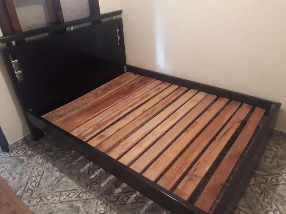 Se vende <strong>cama</strong> con nochero sin colchon color weegue un ao de uso