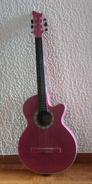 Guitarra Acústica Muy Poco Uso, Incluye Estuche Cordel Y Uña