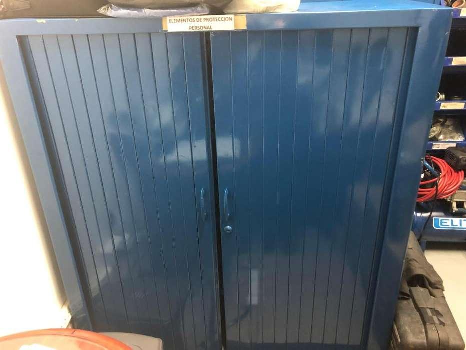 Montaje de almacenamiento color azul