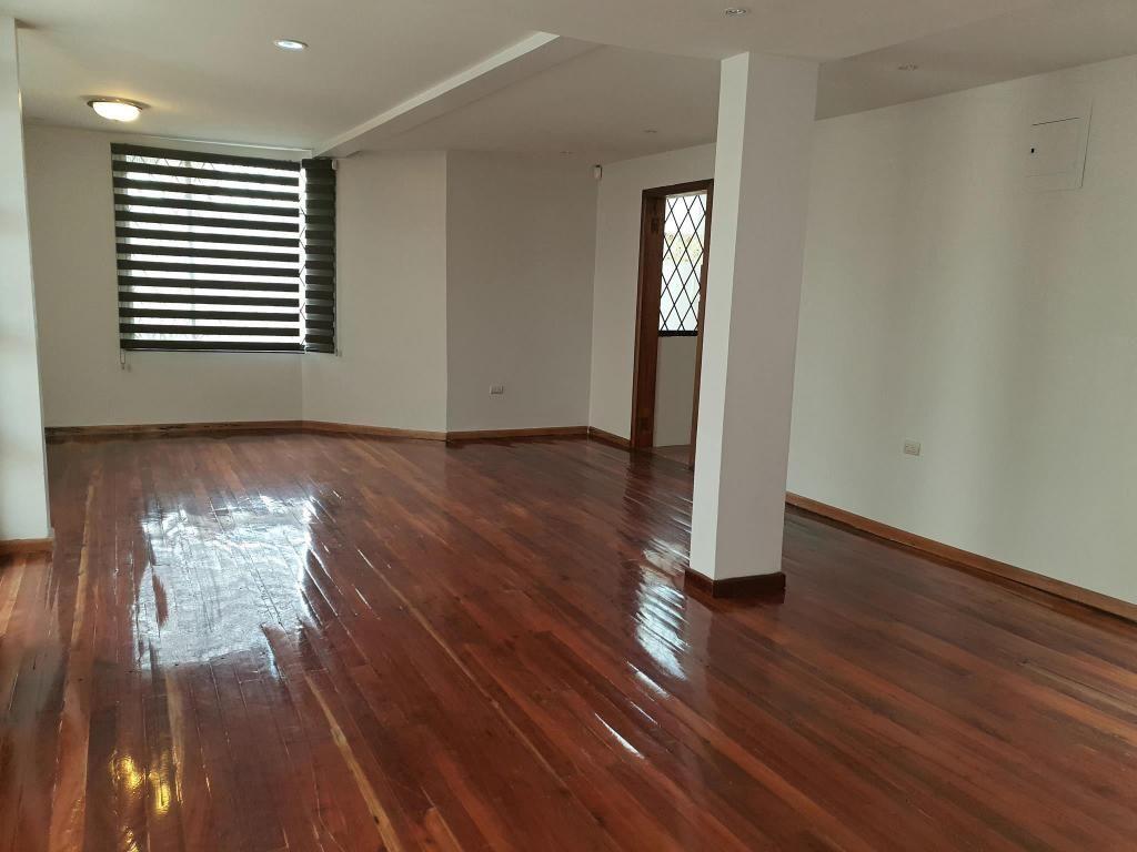 Casa comercial en alquiler sector Av. Remigio Crespo