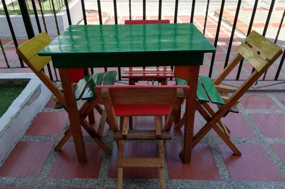 Vendo 2 mesas con sus respectivas <strong>sillas</strong>