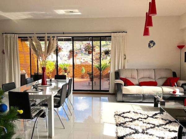 Cuenca Ático dúplex grande 2 con 1/2 piso. Total area: 2579 sq.f.(240 sq.m.) Como una casa privada.