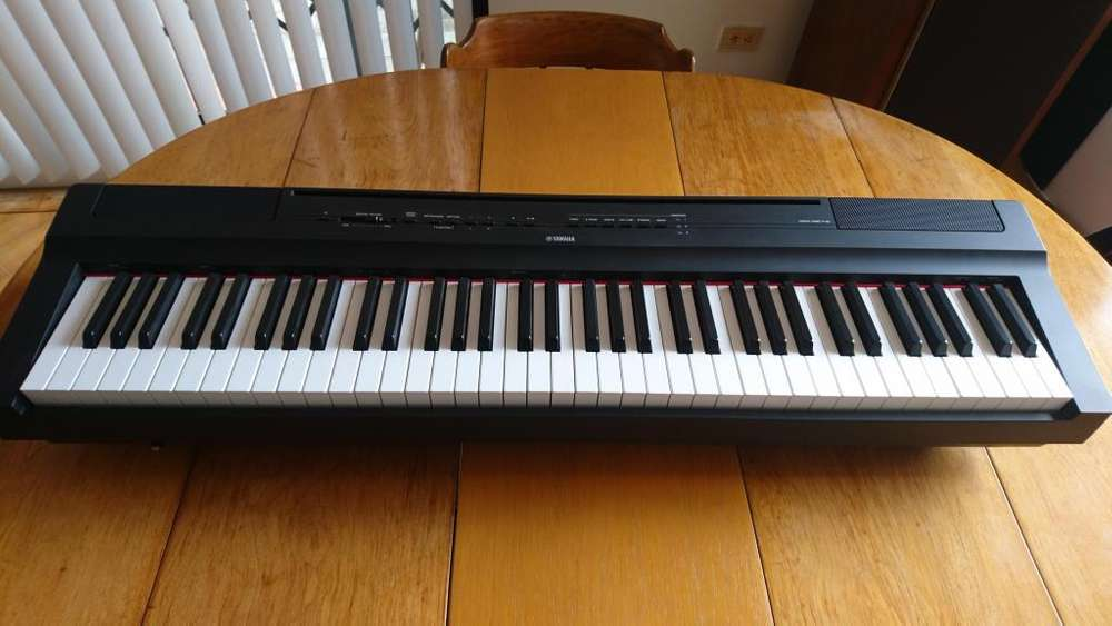Yamaha P-121 Piano Digital 73 Teclas (Weighted Hammer Action) Teclado