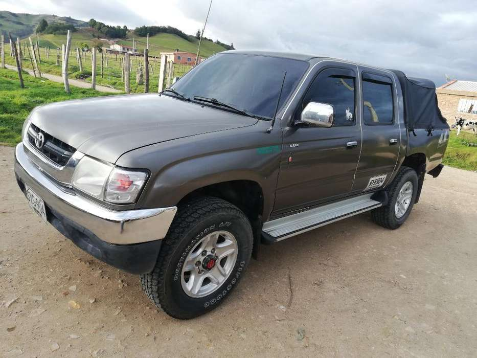 <strong>toyota</strong> Hilux 2005 - 180 km