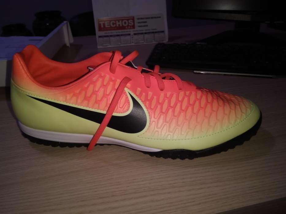 Vendo Botin Nike Nuevo Talle 4445